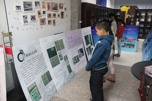 """潘西社区:春泥计划之""""阅读的力量""""展板宣传活动"""