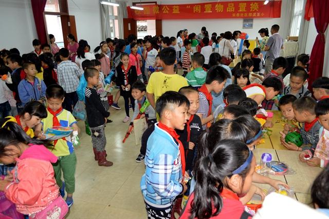 宋岙社区 举办第二届校园微公益 闲置物品置换 活动