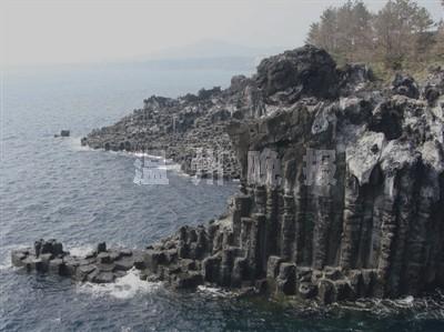 韩国济州岛柱状节理岩高达30~40米
