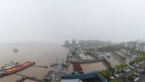 大雾袭岛城 部分岛际交通频受影响