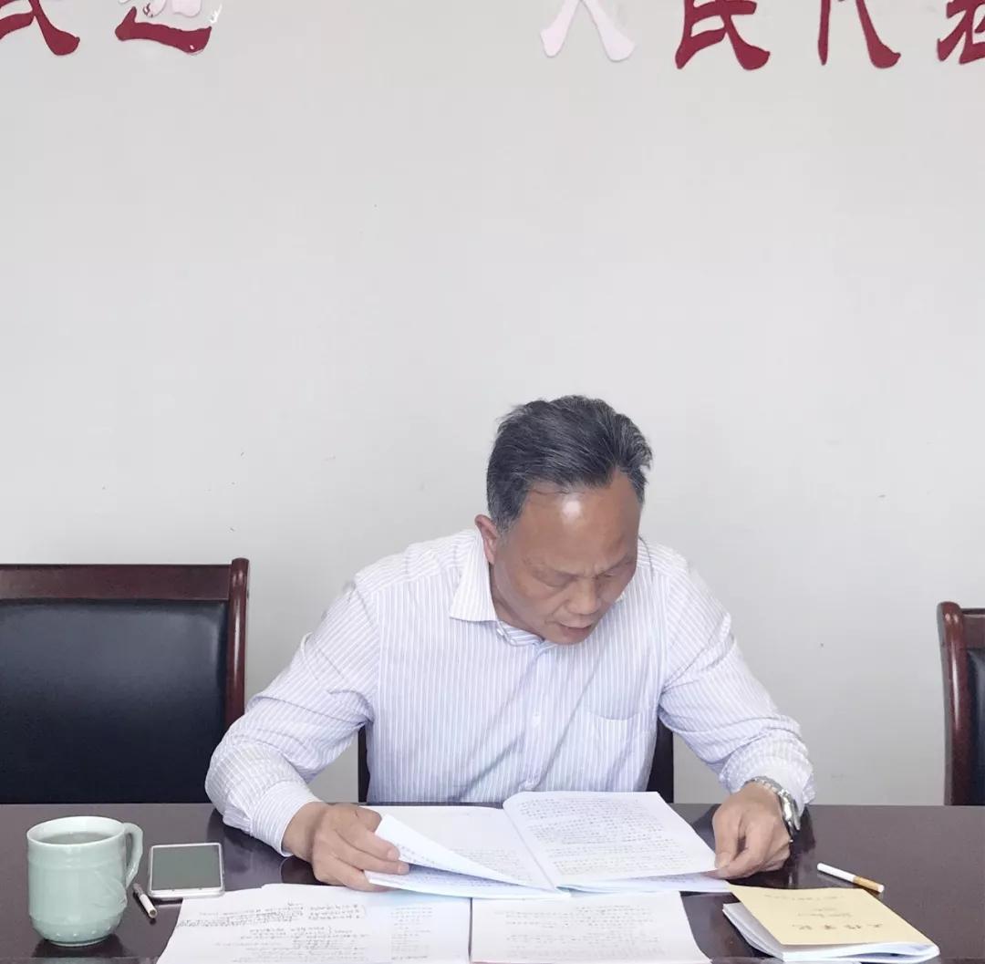 街道人大工委主任许明海传达了区人大工作会议精神,进一步明确2018年