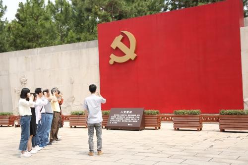 岱山:县亚博体育足球投注小程序馆支部委员会赴嘉兴开展主题党日活动
