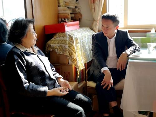 桐乡:市委书记专程赴上海探望文化名人