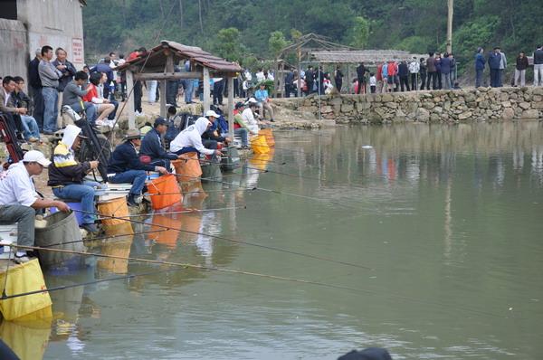 浙江省首届休闲垂钓大赛在临海市小芝镇举行
