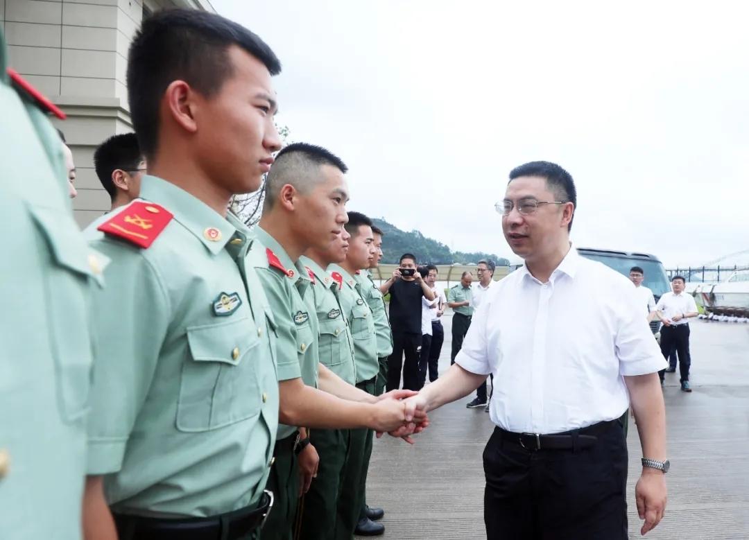 """李昌明、蔡周钧等县领导开展""""八一""""走访慰问活动"""
