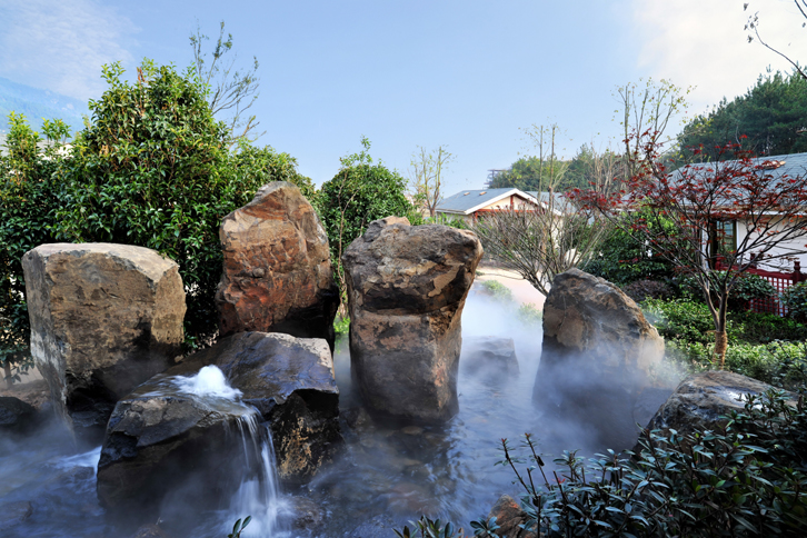 满足于高端人士的鉴赏品味,精心设计的别墅温泉泡池,高贵典雅;私密性