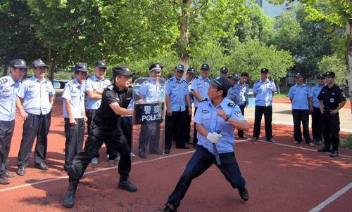 江山连续年举办暑期校园保安培训班