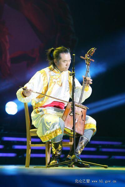马头琴表演 蒙古人 .jpg