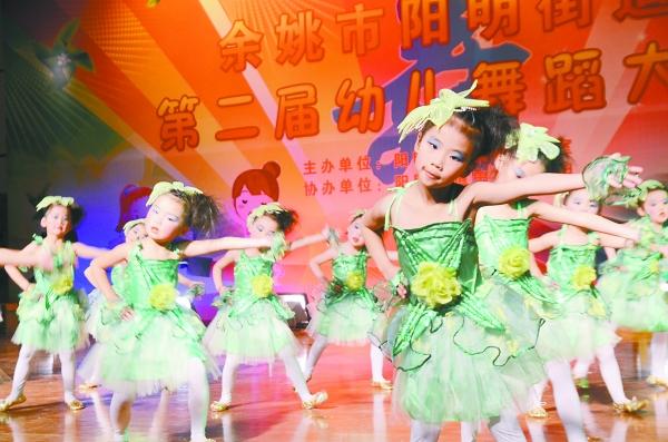第二届幼儿舞蹈大赛,全街道19家幼儿园精心编排节目