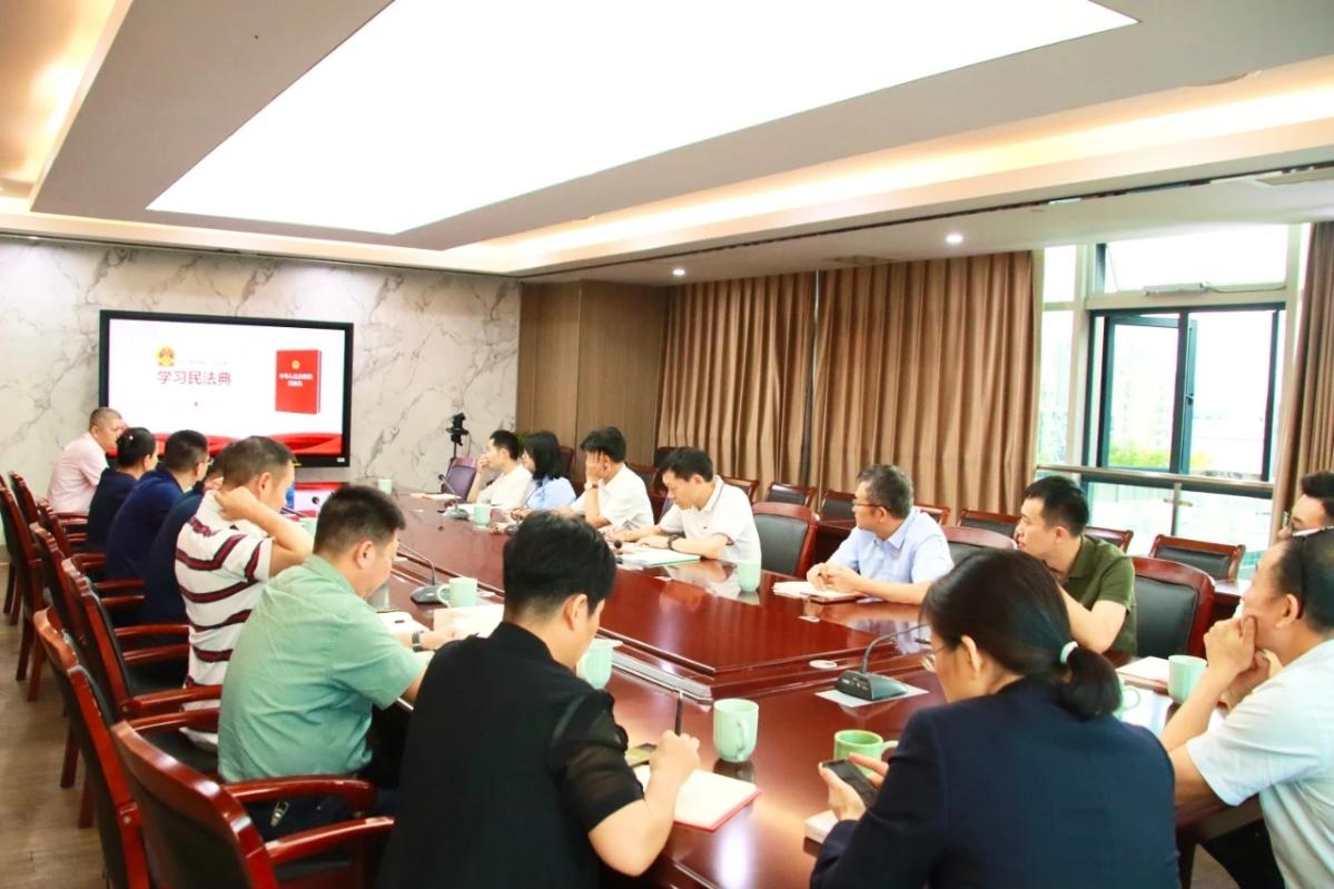 麗水市行政服務(wu)中(zhong)心舉行《民法典》專題普(pu)法知識講...