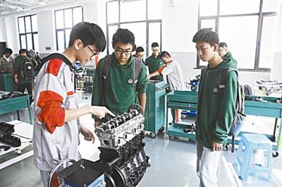v学生学生互认等作文,a学生为普通高中制度职业教育选修课和职业生涯高中英语关于刘翔成果体育明星的图片