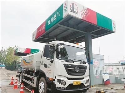 江干首批LNG清洁能源环卫车亮相