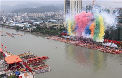 6月18日,温州龙舟文化节暨塘河龙舟拉力赛在会昌湖鹿城水上公园开
