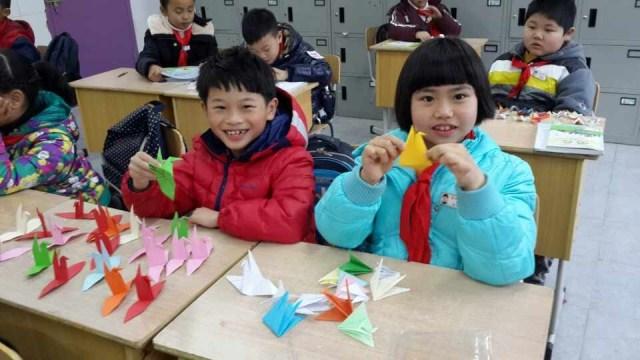 """<b>有爱就有奇迹 蒲鞋市小学用千纸鹤为""""半脸女孩""""圆梦</b>"""