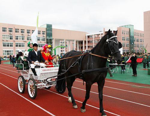"""童话运动会让温州私立第一实验学校孩子们""""马""""上有梦"""