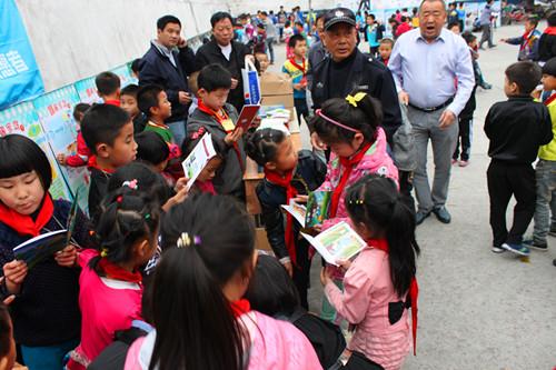<b>心系民工子弟 温州市学生实践学校把实践活动送上门</b>
