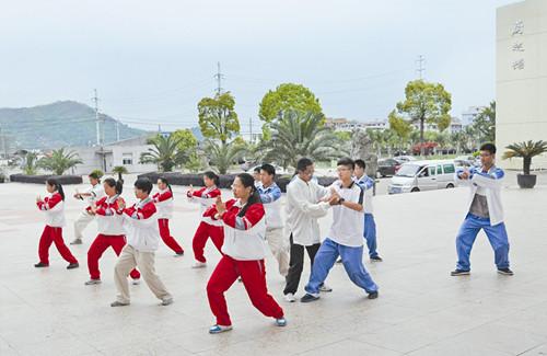 """平阳中学80多门选修课为学生兴趣培养""""私人定制"""""""