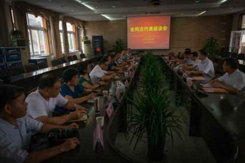 市教育局召开老同志代表座谈会 郑建海出席并讲话
