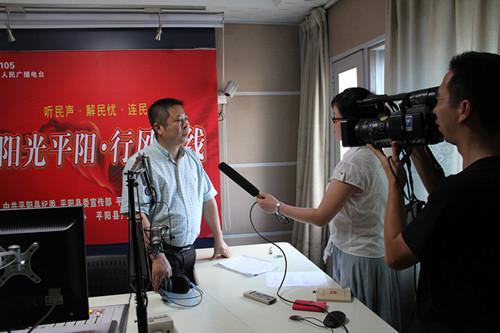 """听民声解民忧 平阳县教育局长林华做客""""县长热线·行风热线"""""""