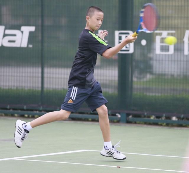 """龙湾二小学生在省网球比赛中成""""三冠王"""""""