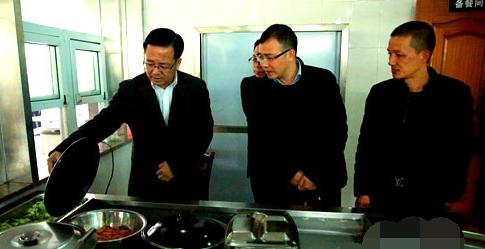 """永嘉县长姜景峰明查暗访""""学生营养餐""""工作落实情况"""