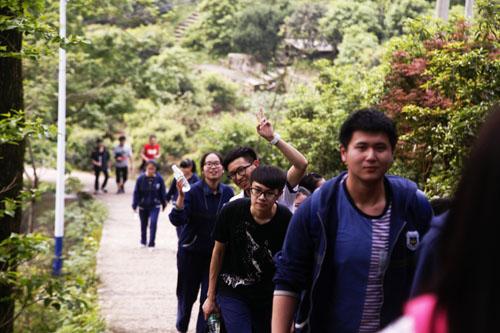 以脚为印 远山的呼唤 温州二外2016届高三开展励志远足活动