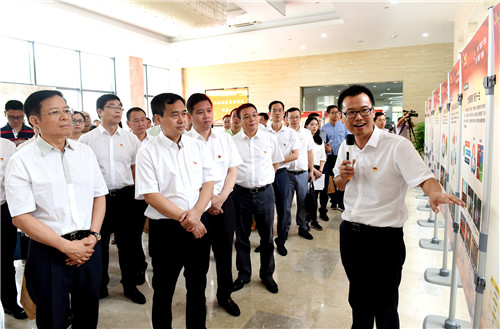 <b>温州市委常委、组织部部长马永良一行到乐清育英学校考察党建工作</b>