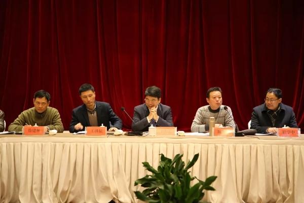 台州市科技局局长王先义指出   2019年,各地科技部门要围绕党委、政府中心工作,发挥地方优势,激发团队力量,脚踏实地,狠抓重点,突破难点,打造台州科技工作新亮点.