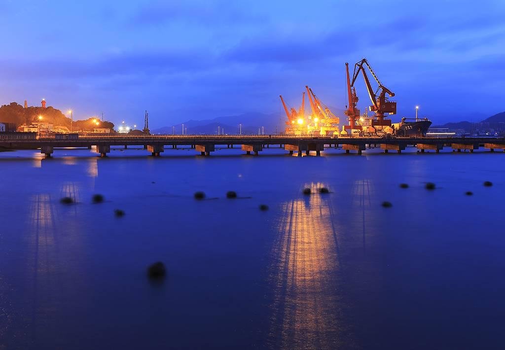 海洋经济发展示范区规划》中重点建设的港口物流岛和重要能源资源储运