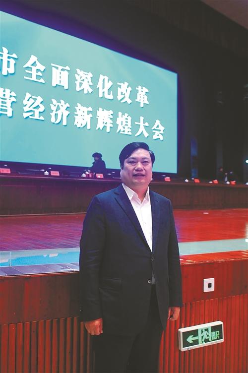 盛天集团董事长_亚盛集团董事长的照片
