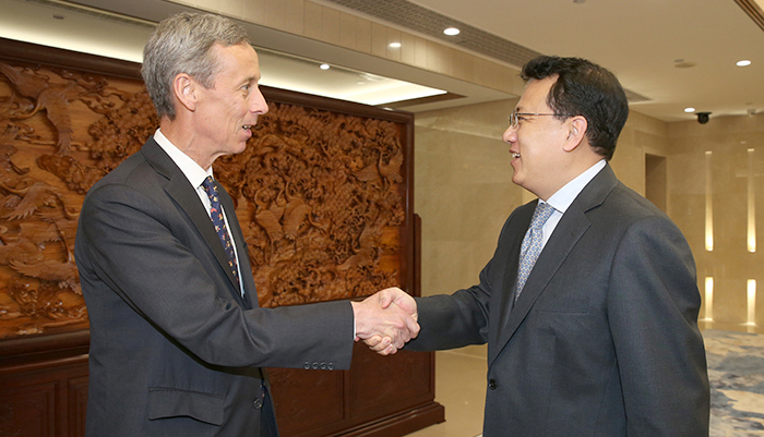 Yuan Jiajun met with American guests