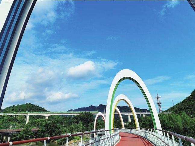 雙(shuang)橋(qiao)輝映